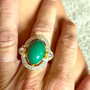 Beautiful green rhinestone and gold ring